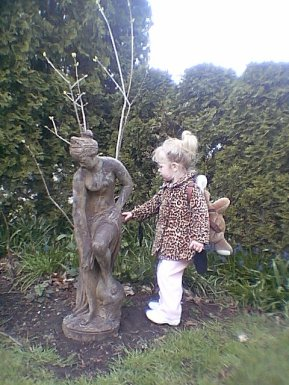 md53-Chanel-and-her-garden-statue