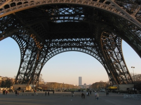 tr-cham12-Base-of-Tour-Eiffel