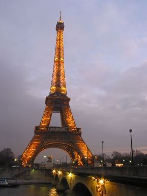 tr-cham14-Eiffel-Tower-at-Dusk