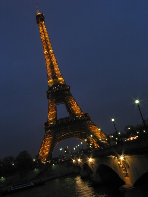 tr-cham16-Eiffel-Tower-by-Night