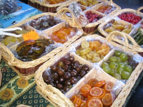 tr-cham8-Candied-Fruits-Outdoor-Market-Chamonix