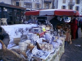 tr-cham8-Outdoor-Winter-Market-Chamonix