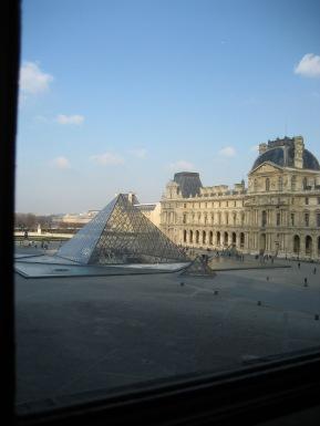 tr-par5-Pyramide-du-Louvre