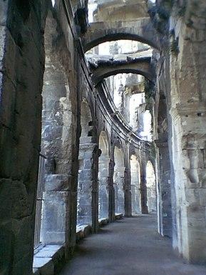 tr-prov21-Arles-Amphitheatre