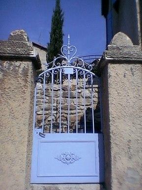 tr-prov8-Blue-Gate-in-Provence